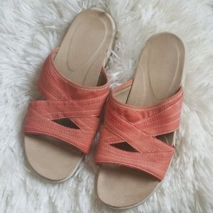 Women's Easy Spirit Size 10W Pre-owned Peach